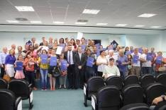 Prefeitura entrega escrituras públicas no Frei Damião