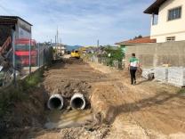 Pakão vistoria obras no bairro Furadinho