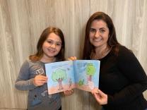 Tia e sobrinha lançam livro juntas