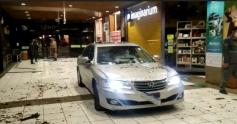 Carro com placas de Palhoça invade shopping na Capital