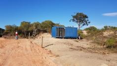 Prefeitura derruba construções irregulares