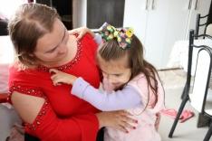 Mãe aguarda cirurgia para a filha de cinco anos