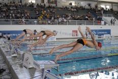 Base da natação catarinense compete em Palhoça