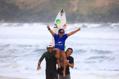 Tainá leva primeiro título em evento profissional