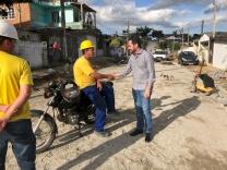 Fabinho fiscaliza pavimentação no Caminho Novo