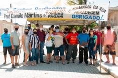 """""""Sonho realizado"""": moradores comemoram rua calçada"""