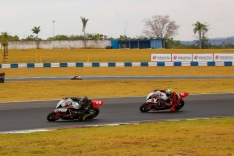 Pilotos de PH voltam à pista na motovelocidade