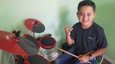 Garoto de nove anos faz sucesso na música