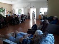 Em asilo, idosos lidam com a solidão
