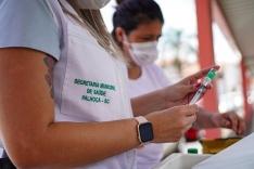 Palhoça já vacina pessoas com 49 anos