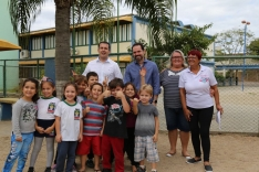 Fabinho visita unidades escolares do município