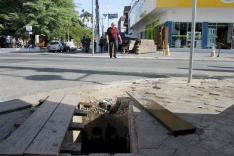 Cenas do cotidiano palhocense: buraco na calçada