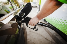 Gasolina sobe 3,04% na primeira quinzena do mês