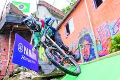 O novo rei do downhill urbano brasileiro