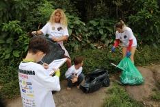 Voluntários em ação nas praias do Sul